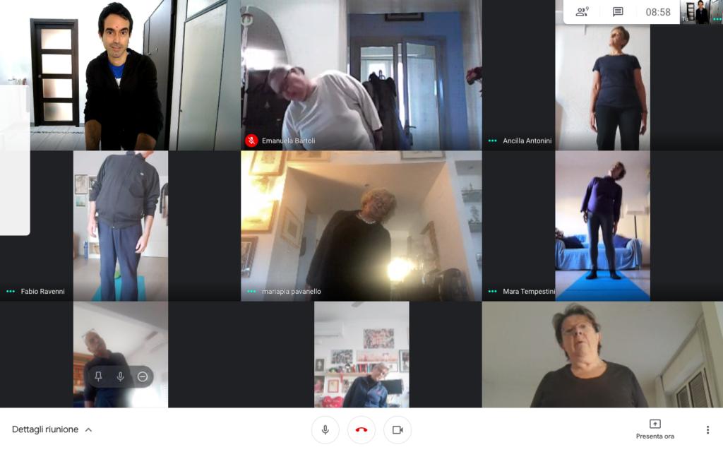 Ginnastica posturale in gruppo on-line in videochiamata